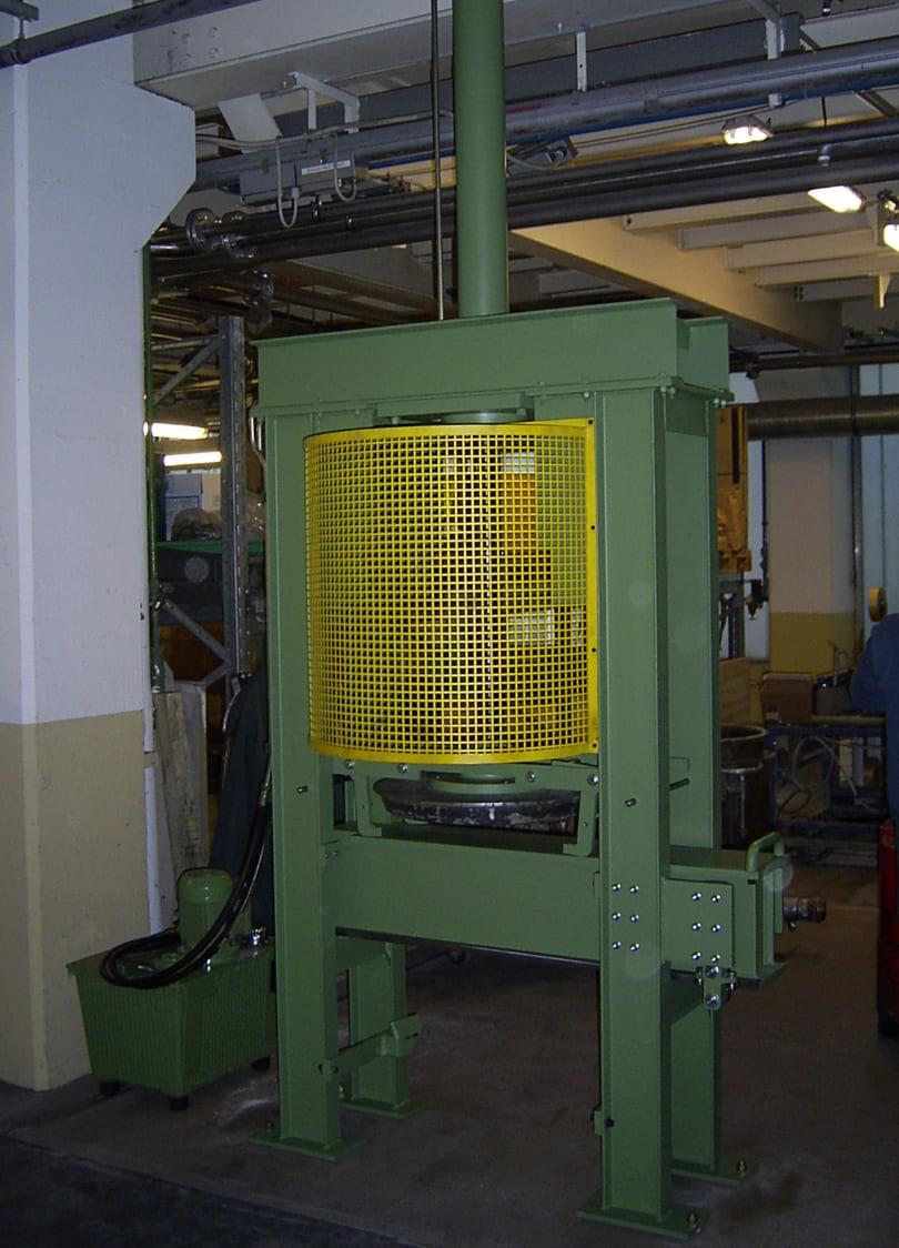 Kleberauspressmaschine